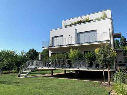 Luxuriöse Gartenwohnung in gesuchter Prestigelage mit hochwertigem Interieur