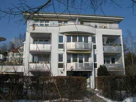Helle, ruhige 2 Zimmer-Wohnung, EBK, Ahornlaminatböden, Südbalkon, TG, Aufzug
