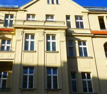 2-Zi.-Whg- Dielen, Stuck, Sonnenbalkon, toll renoviert - ein Wohntraum mitten in Mitte!