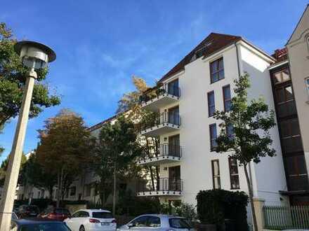 Im Neubau - ebenerdig mit Terrasse zum Hof, Laminat, EBK, inkl. TG- Stellplatz!