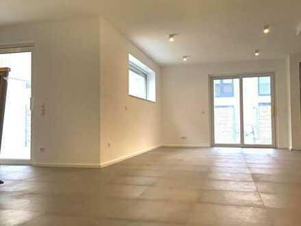 Neubau/Erstbezug - Niedrigenergiehaus mit 3 Schlafzimmer, 2 Bädern, Terrasse, Garten u. div. Extras