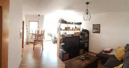 Schöne 2-Zimmer-Dachgeschosswohnung mit Balkon und EBK in Selb