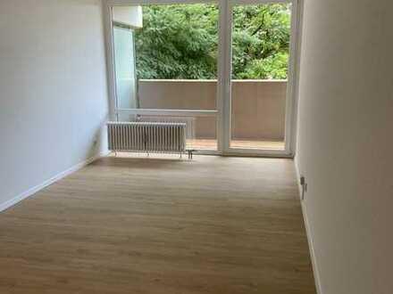 Erstbezug nach Sanierung: Helle 1-Zimmer-Wohnung mit Einbauküche und Balkon in Gerbrunn