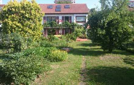 Gepflegtes Reihenendhaus mit schönem Garten in ruhiger Siedlung