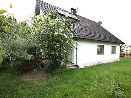 **nur 2,76% inkl. MwSt. Provison** Top gepflegtes EFH mit uneinsehbarem Grundstück in Emersacker.