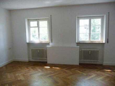Großzügige 5-Zimmer-Altbauwohnung, ideal für Wohnen und Arbeiten