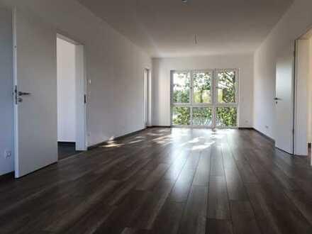 Ansprechende Wohnung mit Balkon, Dachterrasse und eigenem kleinen Gartenteil
