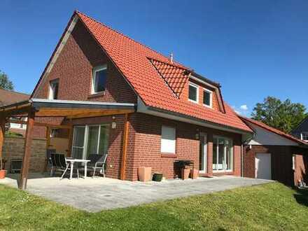 RUDNICK bietet WOHNEN IN DEDENSEN: Neuwertiges Einfamilienhaus mit Doppelgarage nin ruhiger Lage