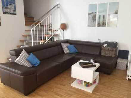 Gepflegte 2-Zimmer-Maisonette-Wohnung mit Terrasse und Einbauküche in Weilerswist