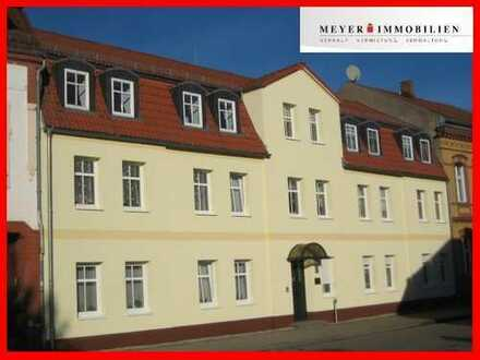 Schöne, helle 3-Zimmer-Dachgeschoßwohnung mit Stellplatz und Hofnutzung
