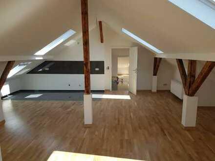 Große 5 Raum Altbau Dachwohnung + Badewanne + große Wohnküche