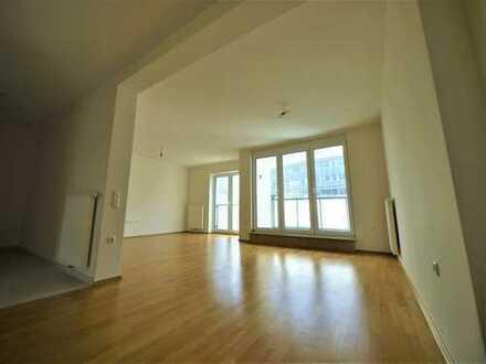 Zentral - exklusive Wohn(t)räume - 1 Tiefgaragenplatz - 2 Balkone - Küche kann übernommen werden