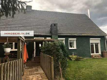 IMMOBERLIN: Herrliches Anwesen mit Ein-/Zweifamilienhaus auf 3.000 m2 großem Grundstück
