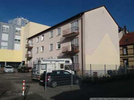 Geräumige Eigentumswohnung mit Balkon und Stellplatz