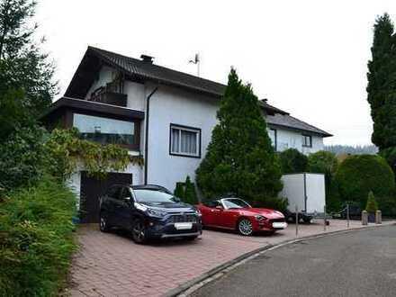 Einfamilienhaus freihstehend mit ELW und Bauplatz!