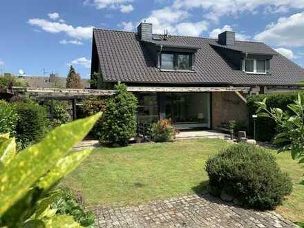 Modernisierte Doppelhaushälfte für Gartenliebhaber in Neuss, Uedesheim