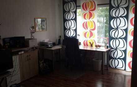 27m² Zimmer in schöner 3 Zimmer 2er WG