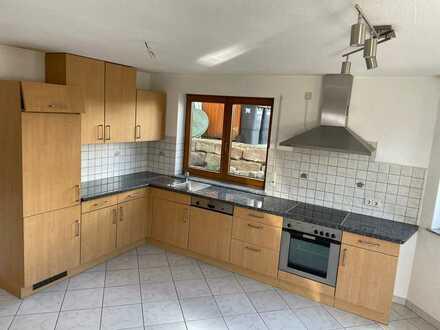 Neuwertige Erdgeschosswohnung mit einem Zimmer und Einbauküche in Neuhengstett