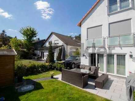 Neuwertiges und gehoben ausgestattetes Familienheim: DHH in Parknähe mit Terrasse