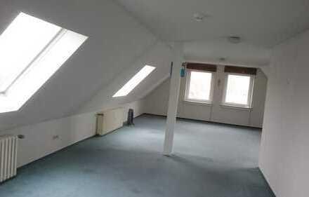 Geräumige, gepflegte 1-Zimmer-Dachgeschosswohnung in Ratingen