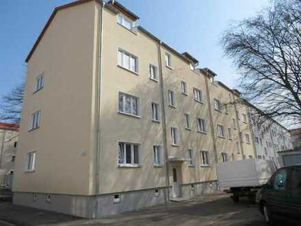 Schöne 2-Zimmer Wohnung mit Einbauküche und Tageslichtbad