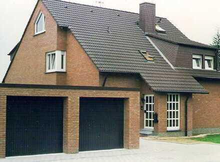 Wohnen wie im eigenen Haus ! Schöne, gut ausgestattete Erdgeschosswohnung in ruhigem 2-Familienhaus.