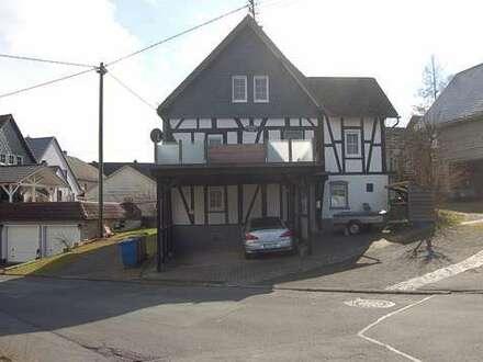 Schmuckstück: Hübsches, modernisiertes Haus im Dorfkern von Holzhausen!