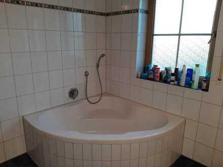 Schöne, geräumige drei Zimmer Wohnung in Cham (Kreis), Falkenstein