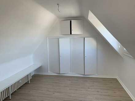 Ruhiges 1 Zimmer Appartment in zentraler Lage mit Dachschräge