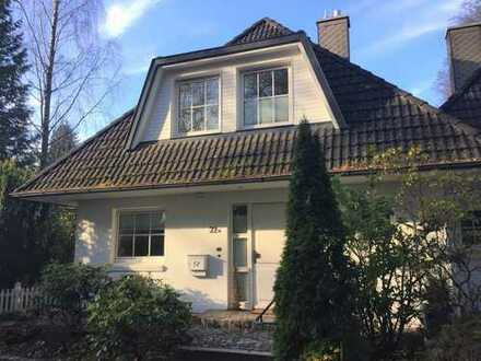 Exkl. 4-Zimmer Landhaushälfte mit Hobbyraum im Vollkeller in beliebter Lage von Wohldorf-Ohlstedt!
