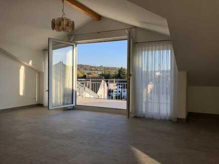Neuwertige/Gehobene 3-Zi. DG-Wohnung, Barrierefrei, Balkon&Terrasse, hochwertige EBK, TG-Stellplatz