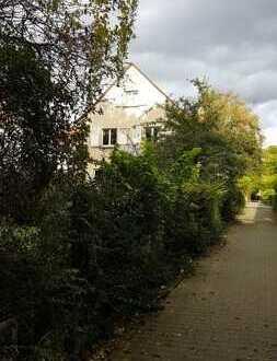 Neubau oder Sanierung? Älteres Einfamilienhaus mit Garten im Frankfurter Dichterviertel
