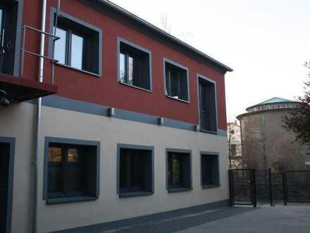 Außergewöhnliches Büro-/Praxisgebäude mit großer Maisonettewohnung in unmittelbarer Zentrumsnähe