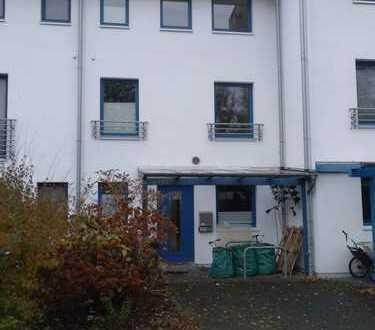 Schönes Reihenmittelhaus mit vier Zimmern in HB-Horn-Lehe/Oberneuland
