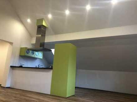 Erstbezug nach Sanierung: freundliche 3-Zimmer-Wohnung mit Einbauküche in Monheim