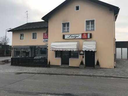 Haus mit grosszügiger Wohnung und darunter liegenden kleinen Laden, Lokal, Geschäft