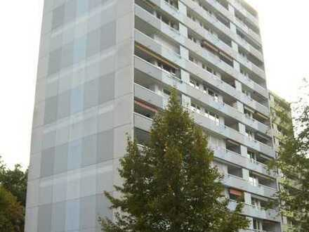 Selbstnutzen od. Vermieten! 90 m² gr. 3,5-Zi.-Wohn. m. 2 Balk., Aufzug u. Garage in Waldrandlage!