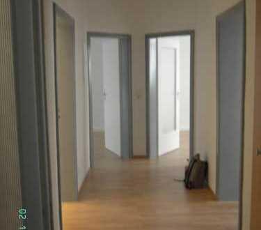 Gepflegte 3-Zimmer-Erdgeschosswohnung mit Balkon und EBK in Ludwigshafen-Süd