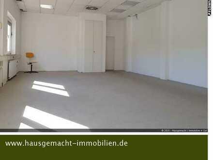 Helles Büro (2 Räume) mit WC-Anlage zu vermieten
