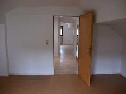 Vollständig renovierte 2-Zimmer-DG-Wohnung in ruhiger Lage von Eidengesäß