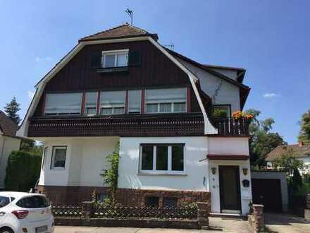 Renovierte Dachgeschosswohnung mit Blick in den Kurpark!