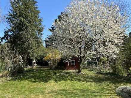 Haus im Haus: Erdgeschoss-Souterrain-Maisonette mit großem Garten im Dichterviertel