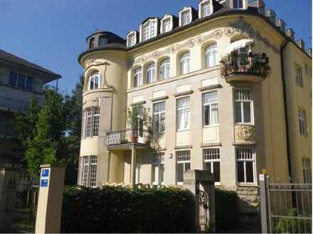 Helle Dachgeschoss-Wohnung in exklusiver Jugendstil-Villa