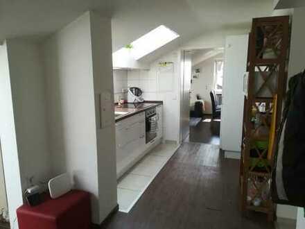 Vollständig renovierte 2,5-Zimmer-DG-Wohnung mit Terasse und Einbauküche in Schweinhausen