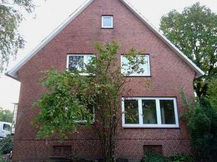 Sanierte 5-Raum-EG-Wohnung mit Balkon und Einbauküche in Hamburg-Neuenfelde