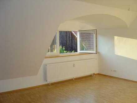 Hübsche helle 3-Zimmer-DG-Wohnung in ruhiger Lage von Oberhaunstadt