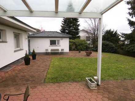 Einfamilienhaus mit Terrasse und Garten, große Hobbyräume , Garage