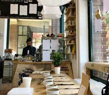 Hippes Cafe Eisladen direkt am Fischmarkt