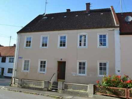 Innenstadt-Idyll in Wolnzach mit Sanierungsabschreibung! Ehemaliges Bauernhaus mit Gartenfläche!