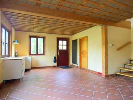 Naturbelassenes Haus mit kleinem Garten, Dachterrasse und Stellplatz in ruhiger Lage